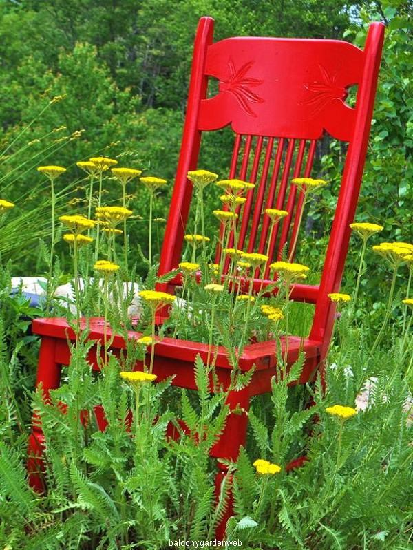 yarrow-chair-planter