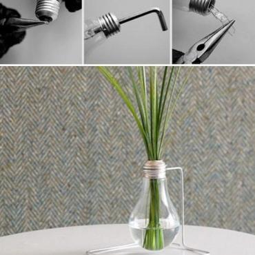 Genius-Craft-Ideas-Light-Bulb-Vase